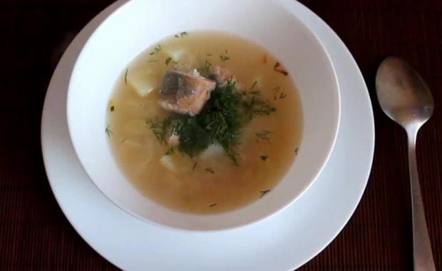 Пошаговый рецепт приготовления рыбного супа из консервированной горбуши