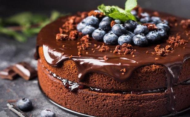 Как приготовить шоколадный торт в мультиварке, микроволновке и на сковороде по пошаговому рецепту и фото
