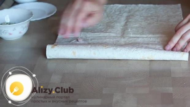 Накрываем начинку оставшейся частью лаваша