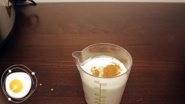 В 150 мл сливок добавляем половину чайной ложки мускатного ореха
