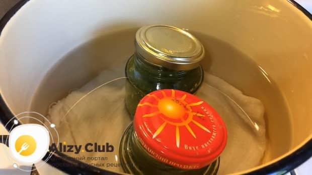 Для приготовления соуса из крыжовника подготовьте все необходимое
