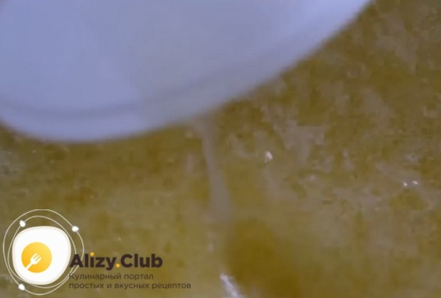 Теперь добавляем столовую ложку лимонного сока.