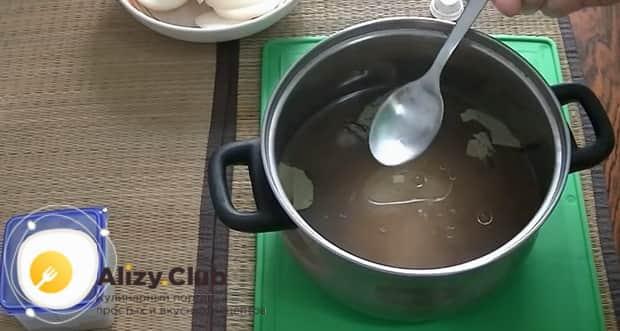 Для того чтоб засолить селедку в рассоле, приготовьте все ингредиенты
