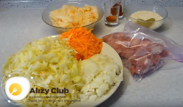 подготавливаем ингредиенты для бигуса