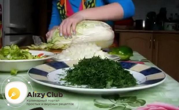 Для приготовления боннского супа нарежьте капусту