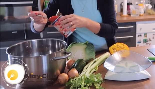 Для приготовления боннского супа добавьте помидоры