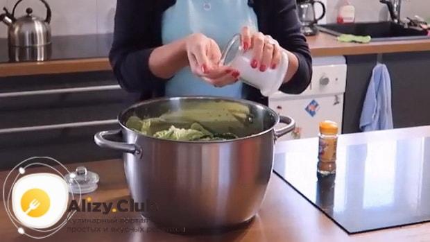 Для приготовления боннского супа добавьте соль