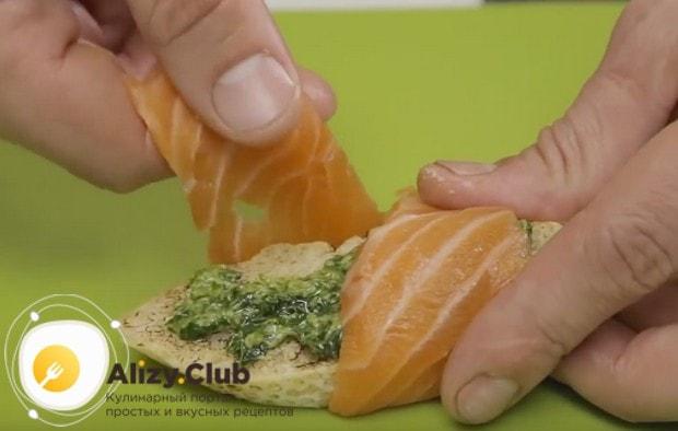 По этому же принципу можно приготовить брускетту с семгой.