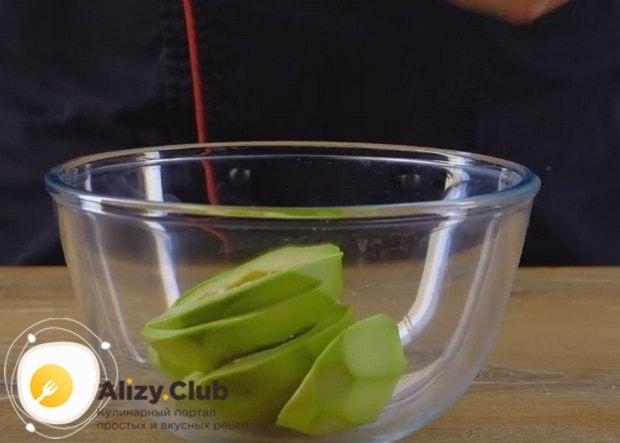Приготовим пасту из авокадо для бутербродов по простому рецепту.