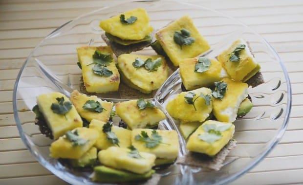 Пошаговый рецепт приготовления бутербродов с авокадо с фото