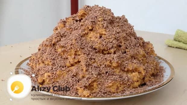 Для приготовления торта муравейник по простому рецепту со сгущенкой подготовьте необходимые ингредиенты.