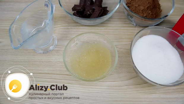 Заливаем 12 грамм желатина 65 мл холодной кипяченой воды