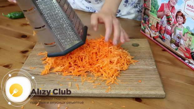 Три средних морковки также чистим