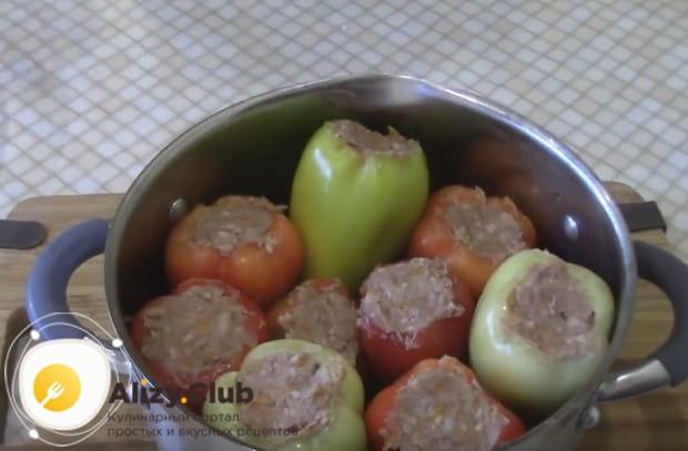 Перец, фаршированный мясом и рисом, будем готовить по рецепту с кастрюле.