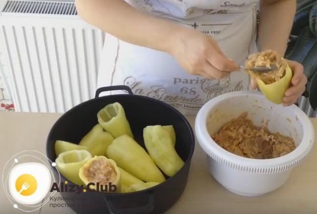 Этот рецепт перца, фаршированного мясом и рисом вы можете посмотреть у нас на видео.