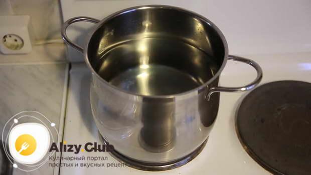 Для супа необходимо взять кастрюлю не менее трех литров