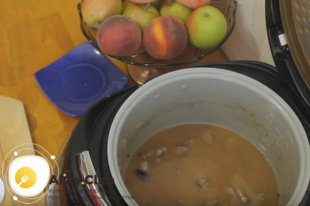 Заливам компоненты блюда водой.
