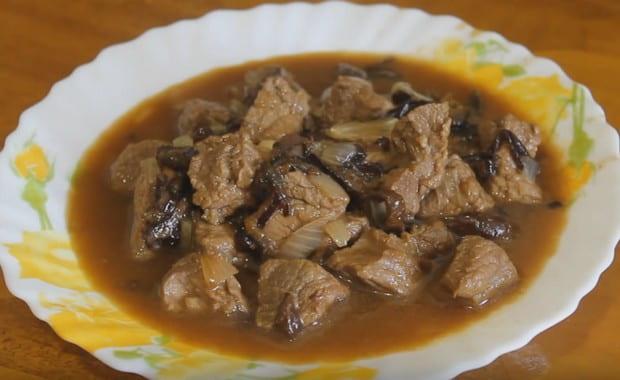 Пошаговый рецепт приготовления говядины с черносливом в мультиварке