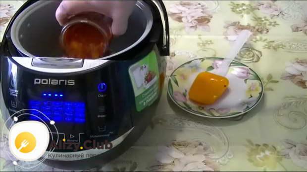 Обжаренные гречаники заливаем томатным соком