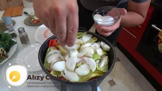 По рецепту для приготовления хашлама из баранины, посолите ингредиенты
