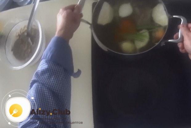 Узнайте, сколько часом варить холодец из говядины.