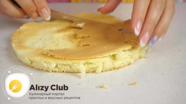 Остывший бисквит вынимаем из формы