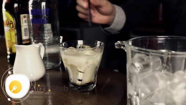 Как правильно подавать коктейль Белый Русский
