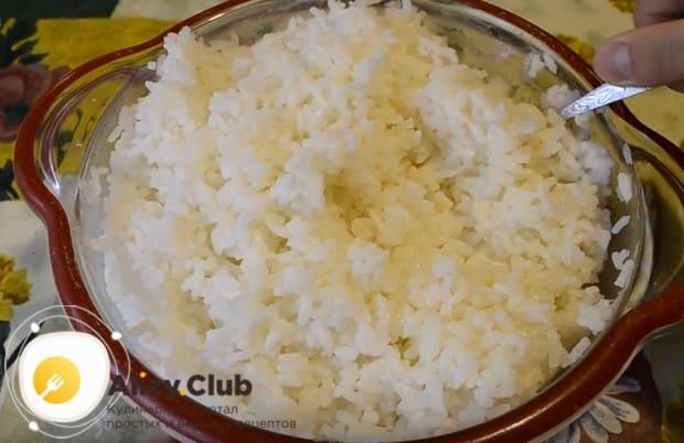 Узнайте, как правильно приготовить рис для суши.