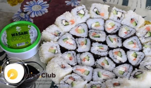 Опробуйте этот простой рецепт суши в домашних условиях!