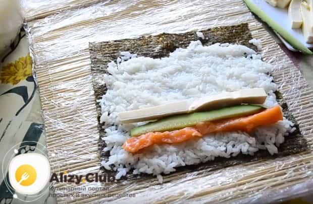 Посмотрите наш простой пошаговый рецепт и сделайте вкусные суши в домашних условиях.