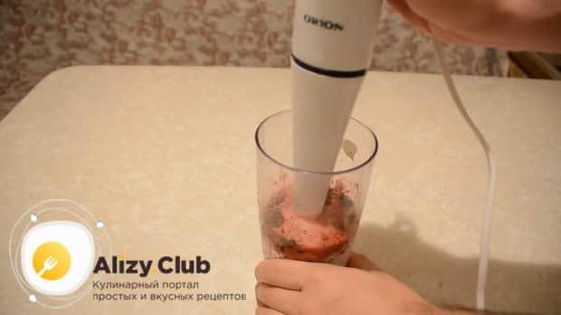 Перед тем как сделать фруктовое мороженное в домашних условиях, взбейте ингредиенты