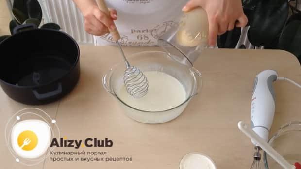 Перед тем как сделать мороженное пломбир в домашних условиях, взбейте сливки
