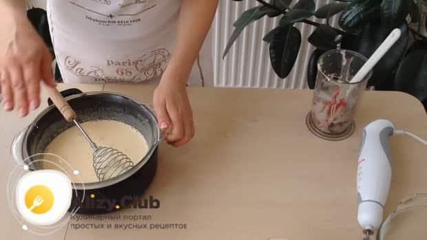 Перед тем как сделать мороженное пломбир в домашних условиях, соедините ингредиенты