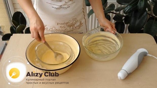 Перед тем как сделать мороженное пломбир в домашних условиях, поставьте крем в лед