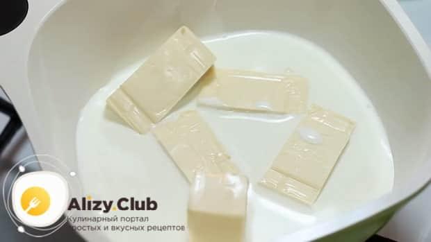 По рецепту для приготовления сырного соуса нагрейте сливки