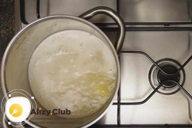 Узнайте, сколько варить кукурузную кашу на воде.