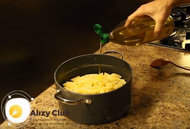 Заправляем блюдо оливковым масло и перемешиваем.