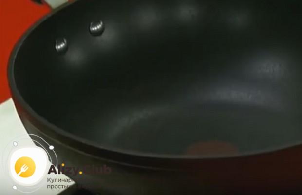 А вот простой рецепт кальмаров в кляре по-китайски.