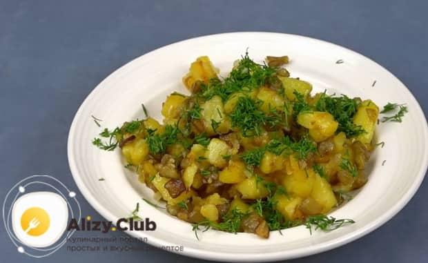 Вкусные баклажаны с картошкой приготовленные в духовке готовы