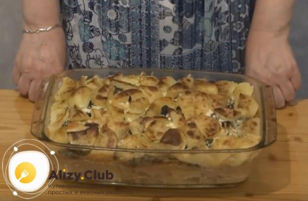 За несколько минут до готовности крышку можно снять, чтобы блюдо подрумянилось.