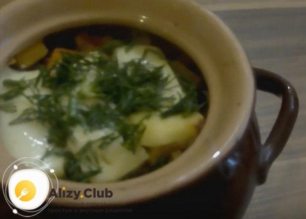 Простая и вкусная картошка с фаршем в горшочках готова!