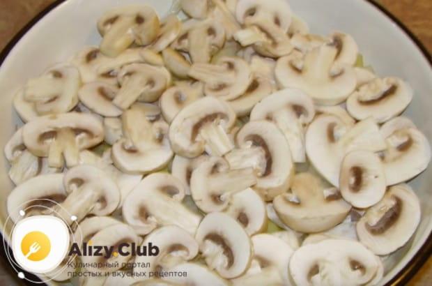Проще всего готовить картошку с шампиньонами со сметаной в духовке, но вкусно получается и с белыми грибами.