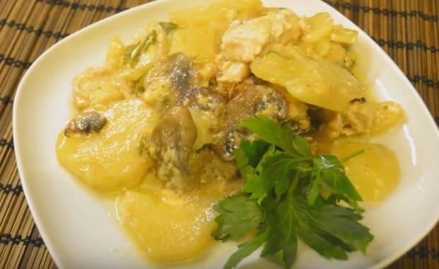 Как приготовить вкусную картошку с грибами в духовке по рецепту с фото