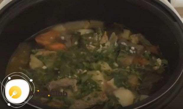 Вкусная картошка с баклажанами и мясом в духовке готова!