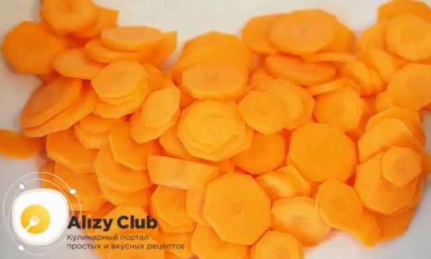 Для приготовления боннского супа нарежьте морковь