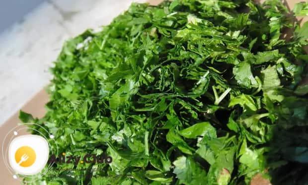 Для приготовления боннского супа нарежьте зелень
