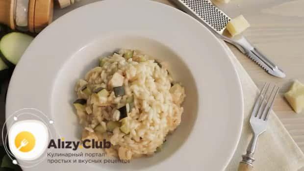 По рецепту, для приготовления классического ризотто с грибами, подготовьте все необходимое.
