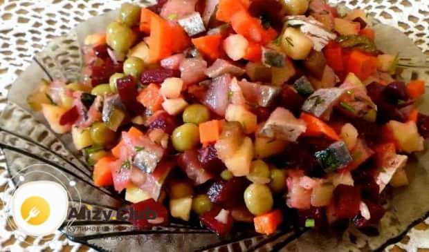 Для приготовления винегрета с селедкой по классическому рецепту, отварите ингредиенты