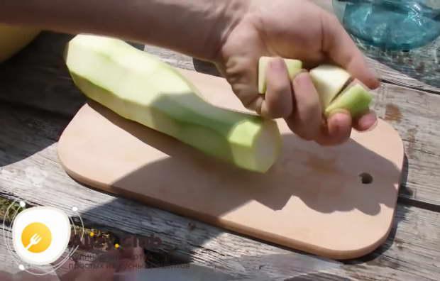 Берем 3-4 средних кабачка