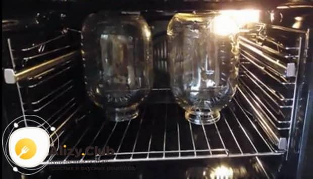 Смотрите как сварить компот из кизила на зиму